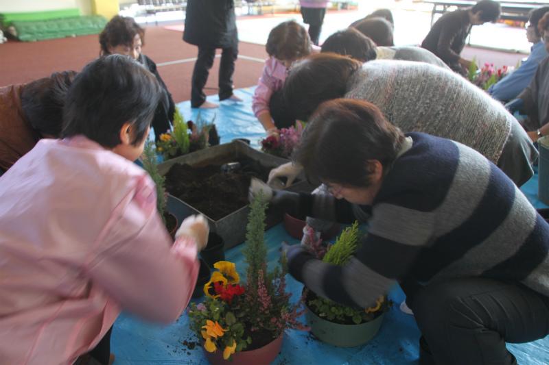 今年初の寄せ植え教室