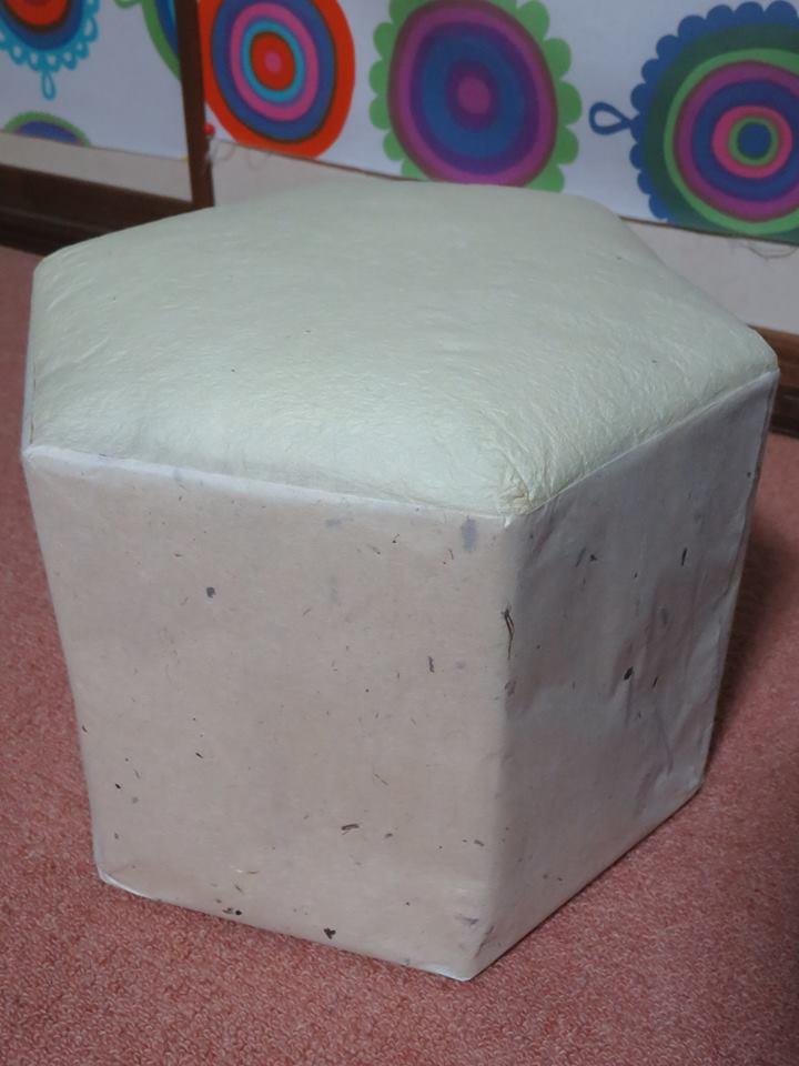 五箇山和紙で六角小椅子作り