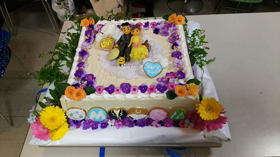 エディブルフラワーを使ったウェディングケーキ☆