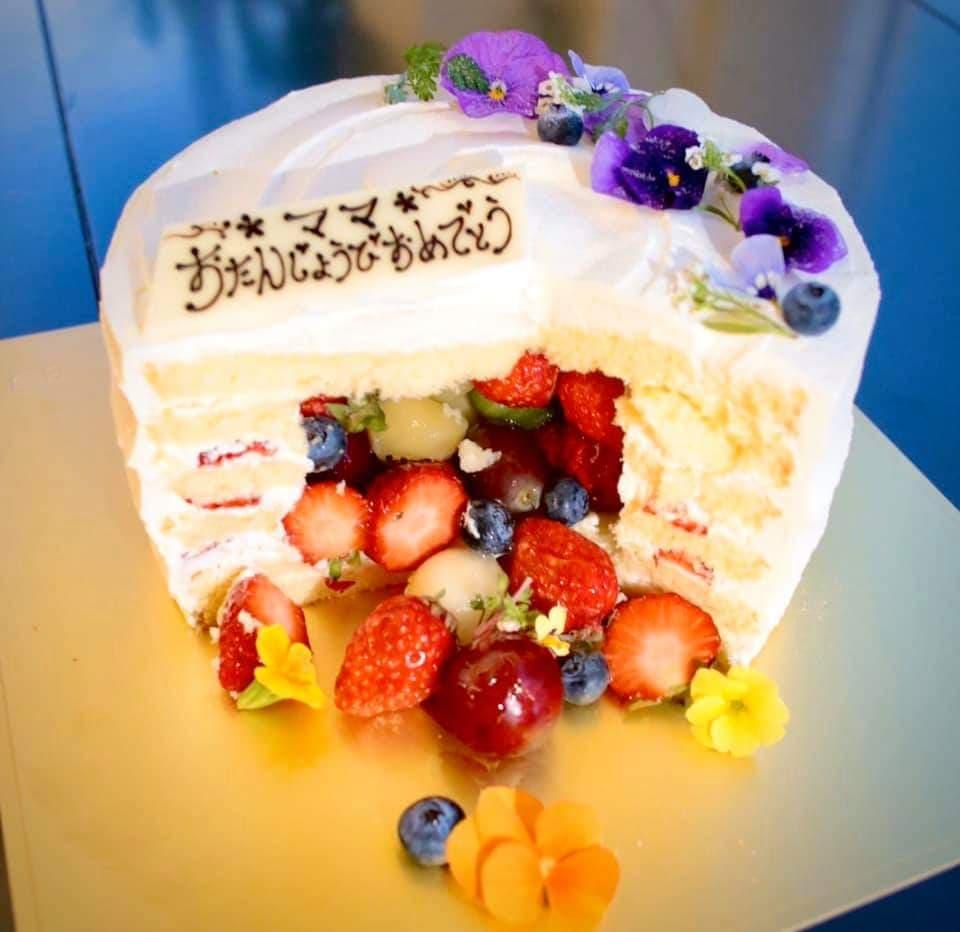 感動のケーキ入刀☆